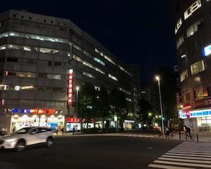 関内駅前にて