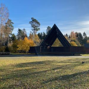 ノルウェーの秋に溶け込む
