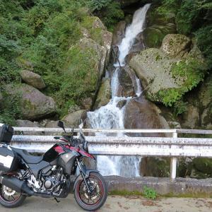 白水滝の吊り橋へ