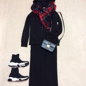 GUスウェットプルパーカ+GUカットソータイトスカート