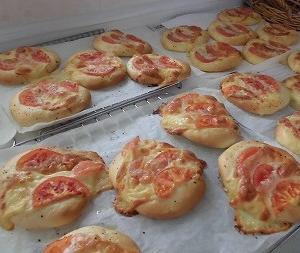 カプレーゼ パン作り(No1) 犬仲間でパン作り。