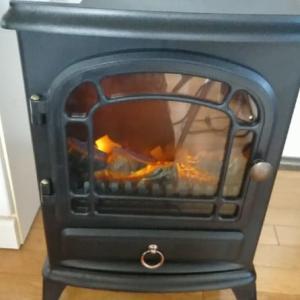 暖炉型電気ストーブ