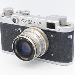 eBayで1957年製のブルーのFED-2を購入した。