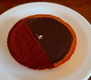 バレンタイン期間限定のチョコレートタルト