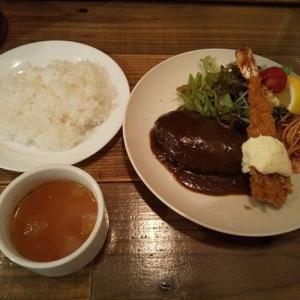 洋食「むーしゃむーしゃ」のハンバーグ&エビフライ