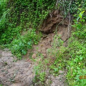 岐阜 土砂崩れなど2000人が孤立 午後も大雨警戒