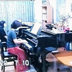 連弾曲を2台のピアノで練習