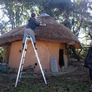 つちのいえOB_木下愛理さんによる屋根修理