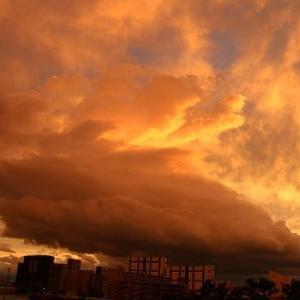 台風一過夕方には西の空に青空が