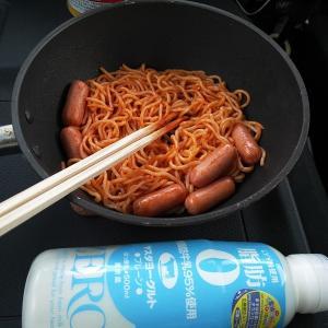 今朝はヨーグルトとママースパゲティ。
