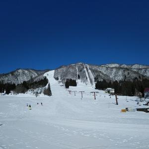 ひだ流葉スキー場に再びやって来ました。天気が良くて暑いくらいに。
