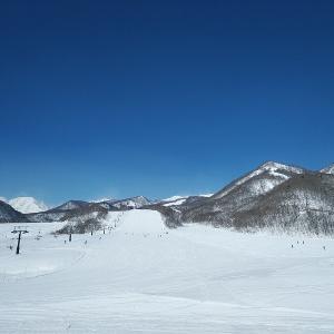 栂池高原スキー場へ行ってきました。強風でゴンドラは運休。