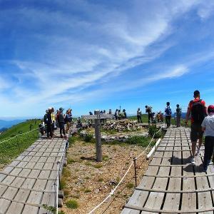 山の日に四国の剣山に登ってきました。