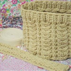 トートバッグの本体と持ち手が編み終わりました