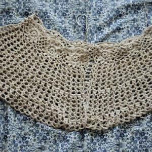 編み直し中のフラワーボレロ