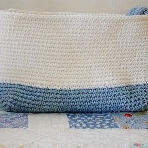 ミニトートバッグのキットを編んでいます