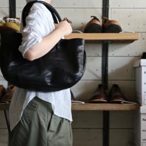 ご好評いただいております「 残革バッグ・くるみボタン 」オンラインショップにて販売開始です