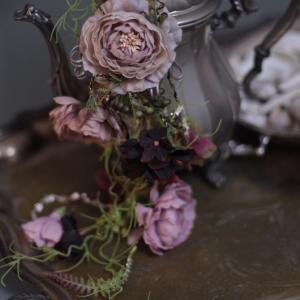 花のショルダーコサージとアンティーク♪