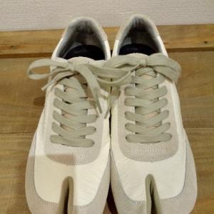 NAPRONとLafeetの足袋型スニーカーのコラボアイテムですよ。