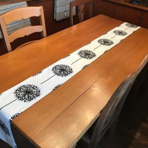 シナマーク社FROBOLLのテーブルセンターです