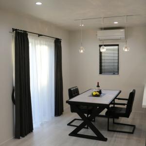 モダンな空間にぴったりなカーテン&ブラインド