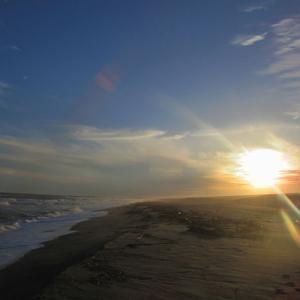 砂浜とヘミングウェイ号