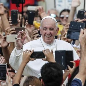 バチカン教皇庁、国務院次官職に初の女性任命