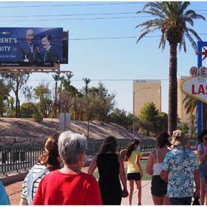 ラスベガスの看板、「平和の母」を促進
