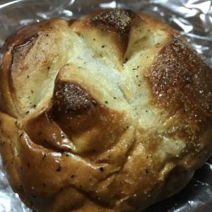 焼きたての「りんごと紅茶のパン」