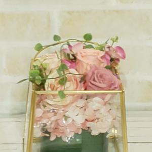 大人可愛いフラワーケーキと胡蝶蘭のフレームアレジメント
