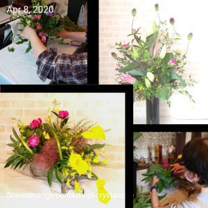 高さのあるスタイリッシュに飾るお花や大人シックでモダンなお花もある夏バージョンのアレンジメントレ