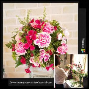 丸くてかわいいピンクのお花とグリーンの花束~フラワーアレンジメント資格コース