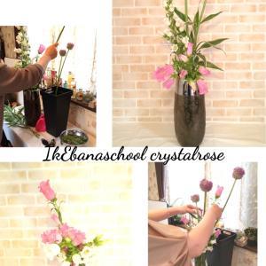 色々なテーマやお花に合わせてお花を作るいけばなの習い事