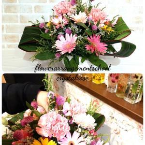 ピンクが大好きな生徒様へピンク色のお花を使ったフラワーアレンジメント体験レッスン