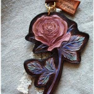 革でつくった乙女な薔薇のネックレス♪