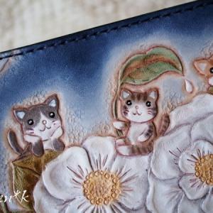 なつかしシリーズ♪葉っぱの傘をさす猫ちゃんたちの長財布