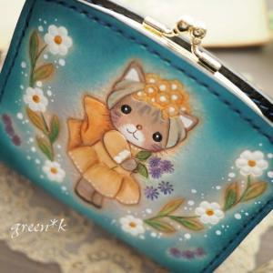 妖精のような猫ちゃんの二つ折り財布♪
