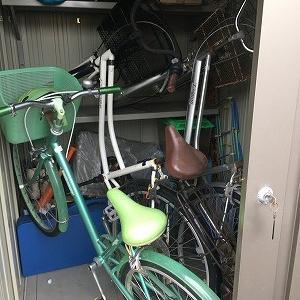 台風対策で自転車3台を立てて収納