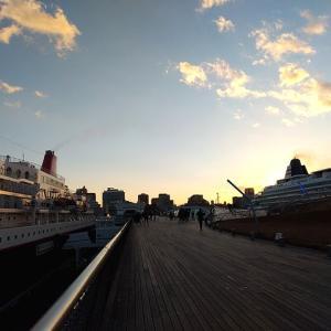 横浜港大さん橋で史上最速の揃い踏み???飛鳥Ⅱ&にっぽん丸。