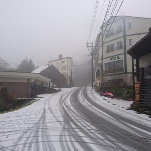 大山は真っ白!冬用タイヤ必須!!