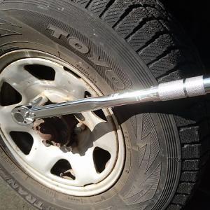 タイヤ交換にトルクレンチは必需品