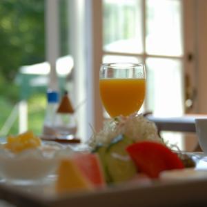 密を避けるため、朝食を2交代制に!