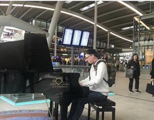「羊と鋼の森」 駅・空港・街角ピアノ