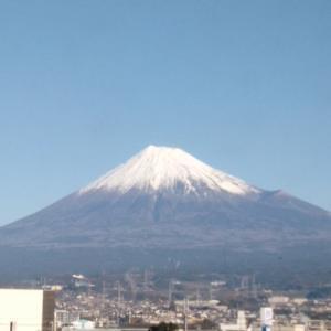 富士山が大きくてはっきり、雪も綺麗だあ