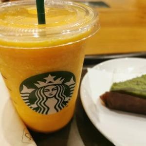 今日のおやつ♪ スターバックスコーヒー 「マンゴー パッション ティー フラペチーノ(R)」と「宇治抹茶ケーキ」