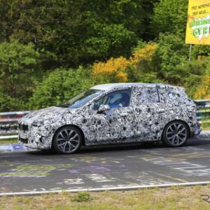 """【BMW】302hpの2シリーズ""""M""""モデル「アクティブツアラー」がニュルでテストを開始!"""