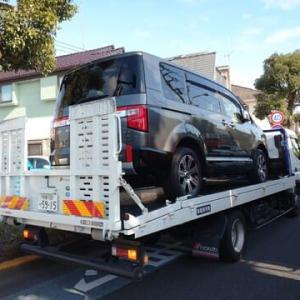 三菱ディーラーの特販課からオーダーした新車「デリカD:5」が積載車で到着致しました!
