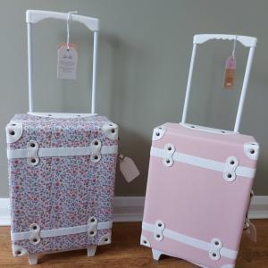 *ミアとハナのスーツケース*