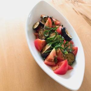 *トマトとなすのさっぱりサラダ。《岐阜県産夏秋トマト♪♪》 *おうちBBQ。