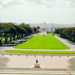 国立太平洋記念墓地、パンチボールに響き渡った演歌!
